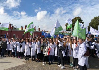 Студенты СПбГПМУ — участники Парада российских студентов