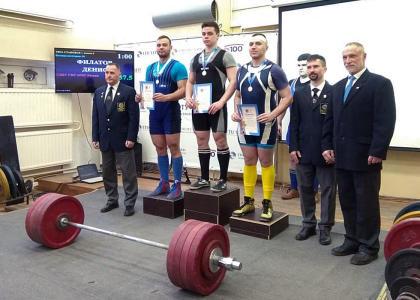 Студент Корабелки завоевал золото на чемпионате по пауэрлифтингу