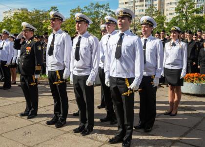 Курсанты Учебного военного центра СПбГМТУ стали офицерами