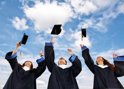 Торжественная церемония вручения дипломов с отличием выпускникам Санкт–Петербургского государственного университета промышленных технологий и дизайна