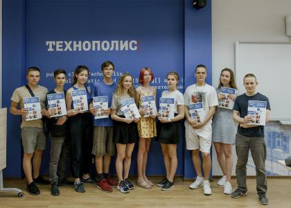 Старшеклассники приняли участие в Летней практике ВШТМ