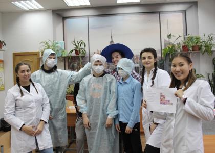Студенты-волонтеры СПбГПМУ подготовили подарки для детей ко дню педиатра