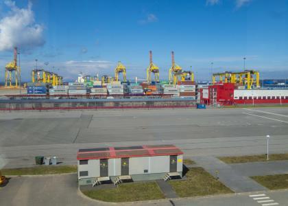 Студенты Корабелки посетили Усть-Лужский контейнерный терминал