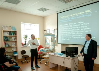 Специалисты СПбГПМУ проводят мастер класс для коллег из Армении в Перинатальном центре